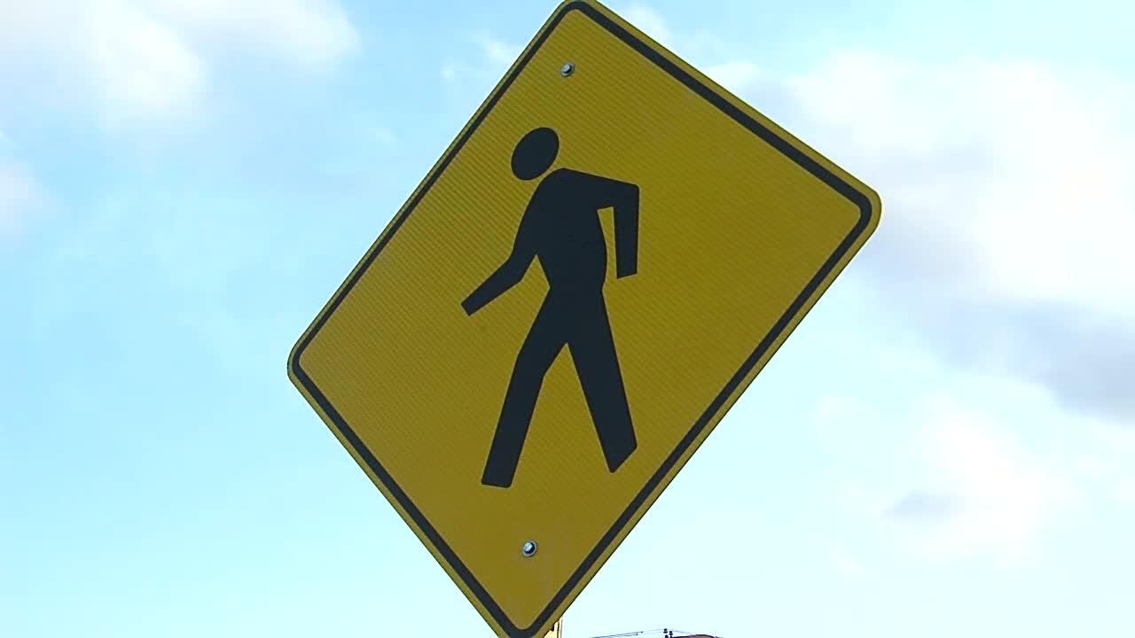 pedestrian_crossing_sign_1522790798799.jpg
