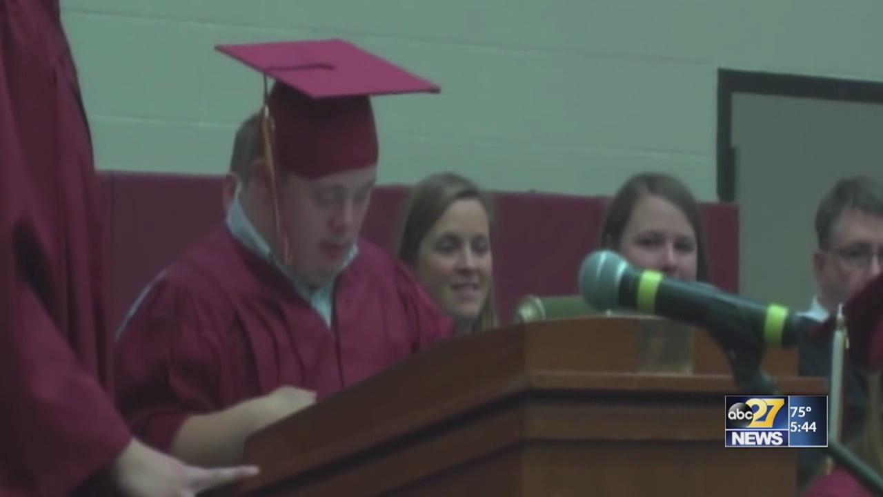 Graduation_speech_gives_voice_to_the_voi_0_20180605215209