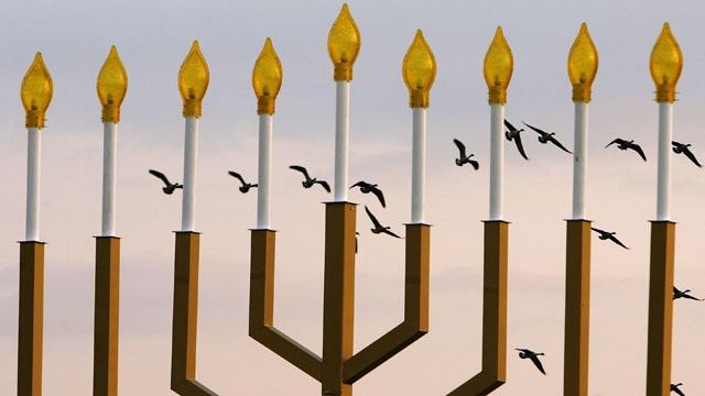 Hanukkah--national-menorah-jpg_55571_ver1_20161227111943-159532