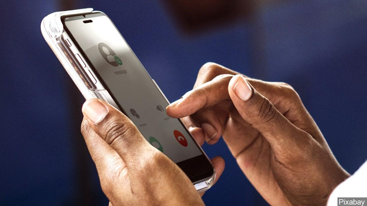 holding_smartphone_.jpg