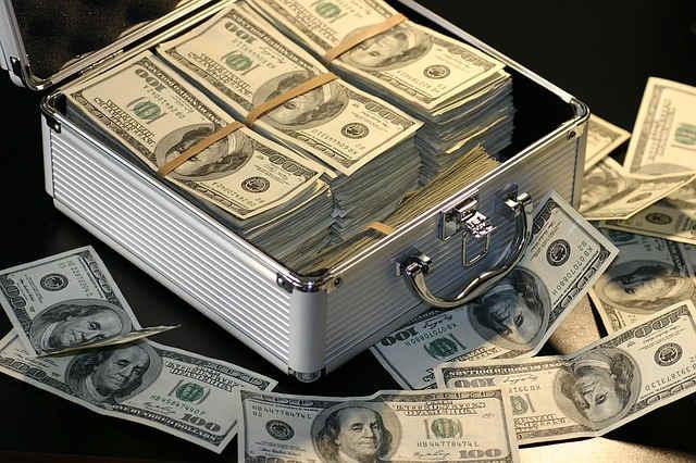 valise pleine d'argent