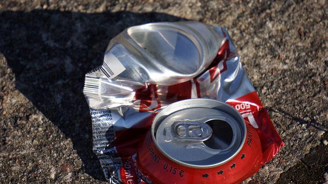 argent de poche en recyclant les canettes d'aluminium