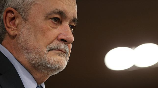 Griñán: «Con este nivel de endeudamiento es imposible hacer los presupuestos de 2013»