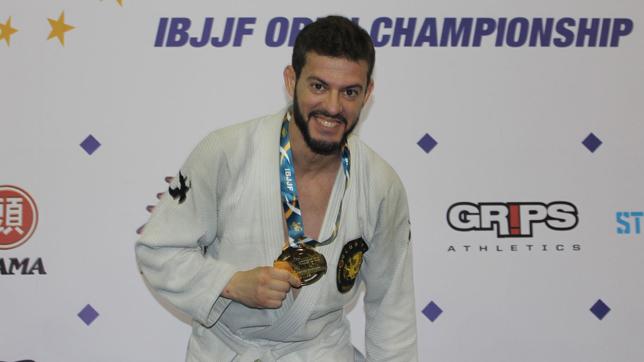 Un policía local de Dos Hermanas se proclama campeón de Europa de Jiu Jitsu