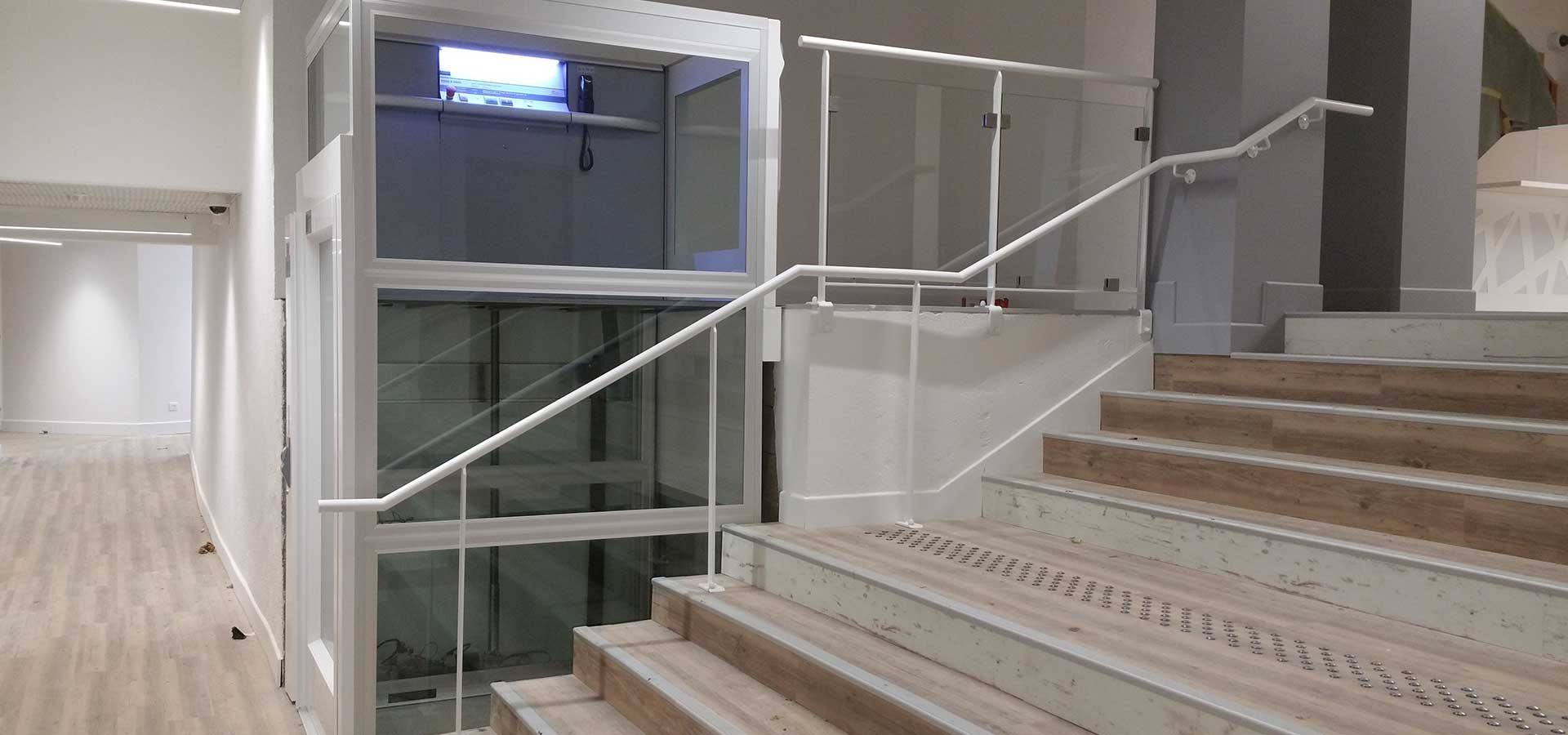 ABC LIFT LE spécialiste en élévateurs PMR plateformes élévatrices ascenseurs PMR en France