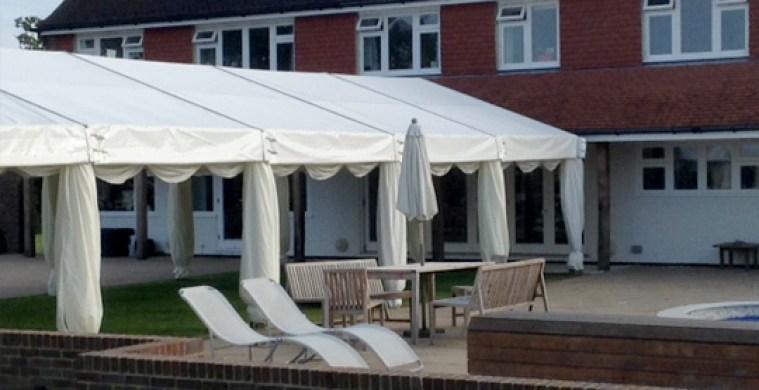 Garden party shelter
