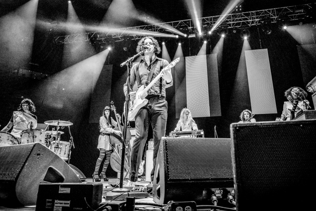 jack_white_oracle_arena_live105_nssn3