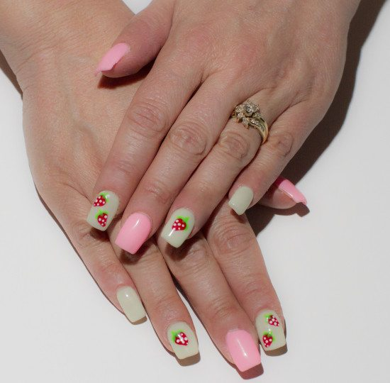 Strawberry_Nail_Design