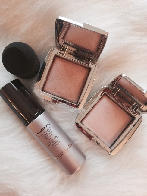 Hourglass Cosmetics Ambient strobe powder makeup