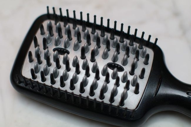 Conair Infiniti PRO smoothing hot brush bristles