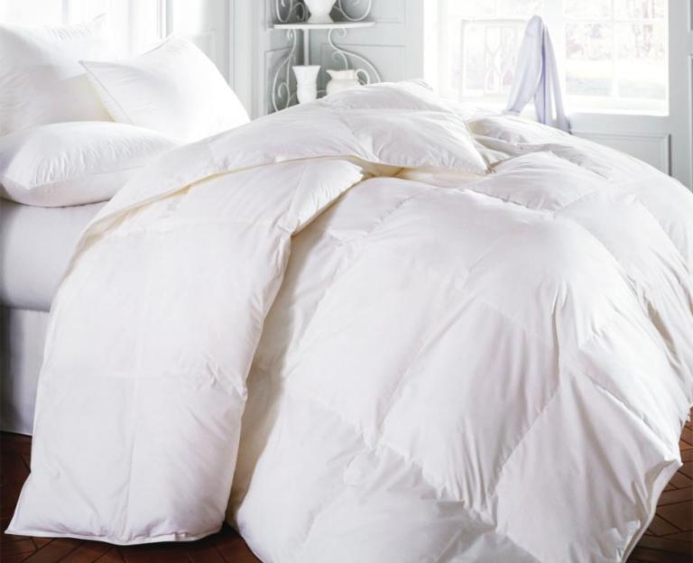 organic-cotton-comforter-on-bed