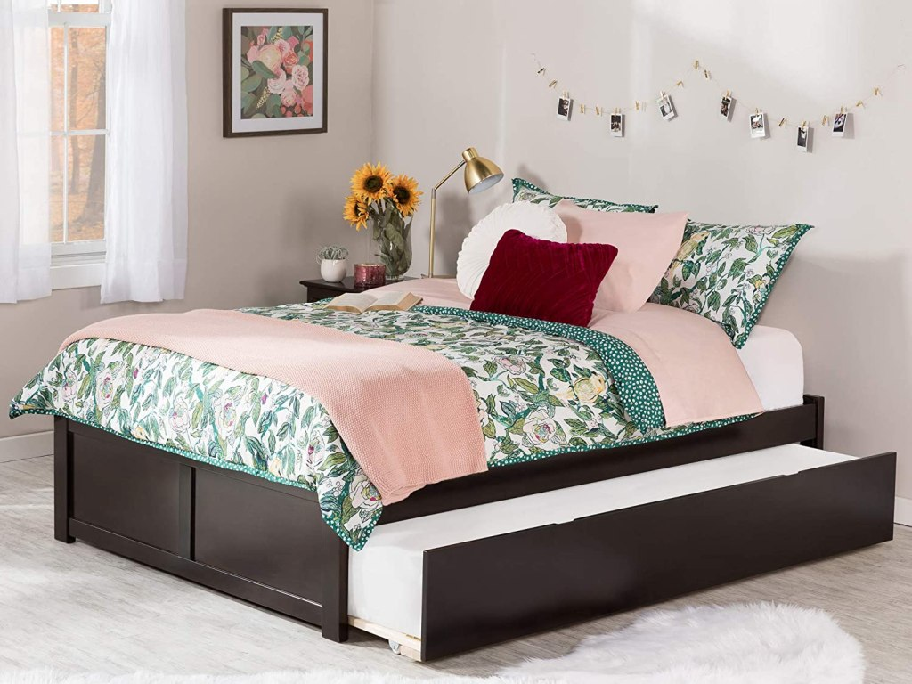 queen-size-mahogany-trundle-bed