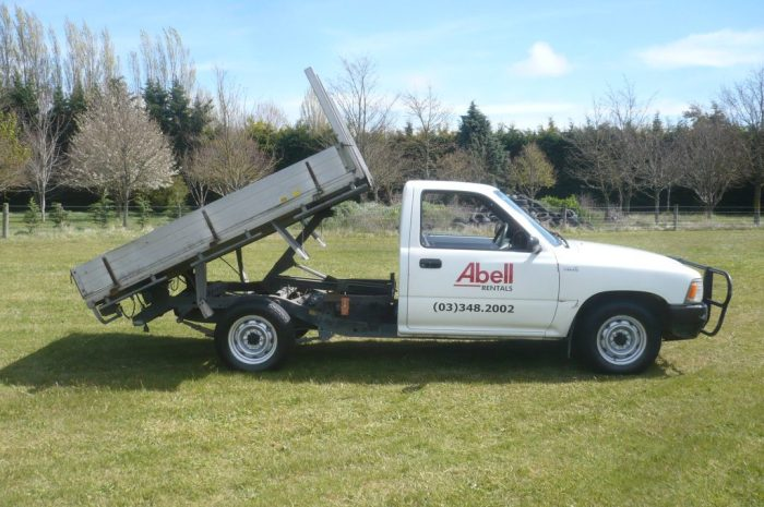 Single cab flat deck tipper ute for hire