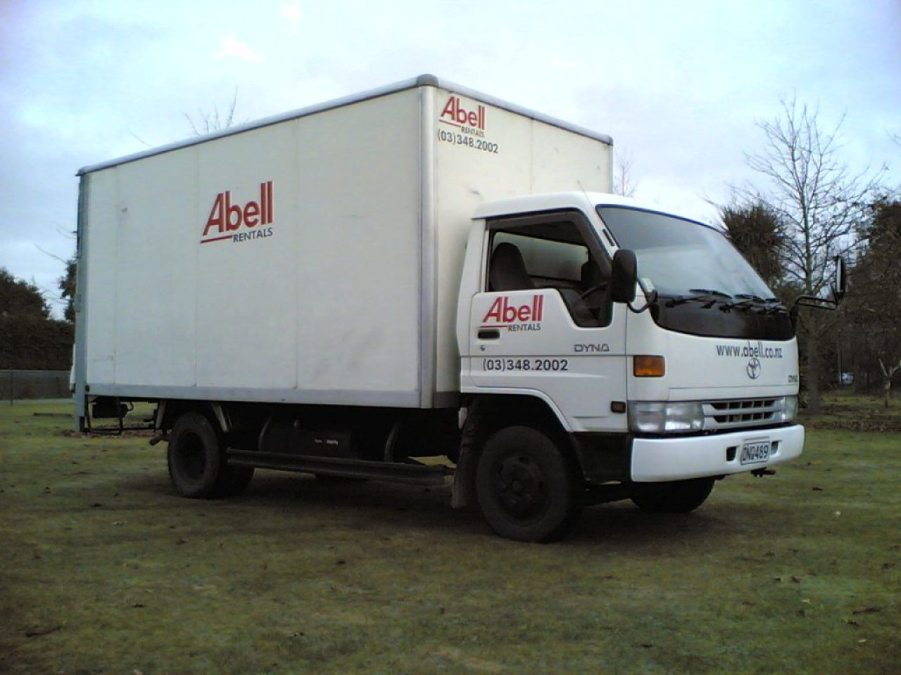 c48c853683 18m3 Box Bodied Tail Lift Furniture Truck for Hire