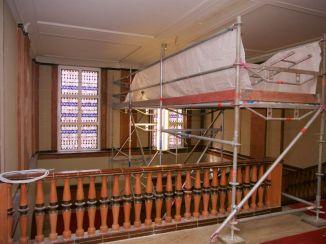 Überall im Gebäude befinden sich noch Baugerüste