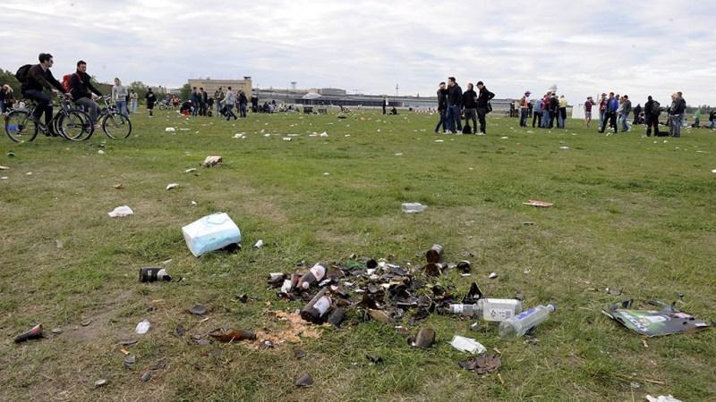 Ärger über Müllecken auf dem Tempelhofer Feld