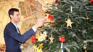 In Neukölln leben etwa 40 Prozent der Bevölkerung in Armutsnähe. Deshalb unterstützt Bezirksbürgermeister Martin Hikel (SPD) die Aktion gerne.