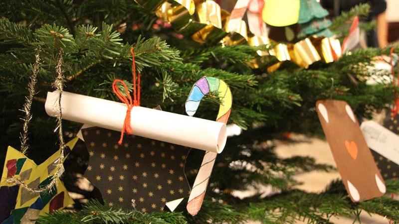 Ein Weihnachtsbaum macht Wünsche wahr