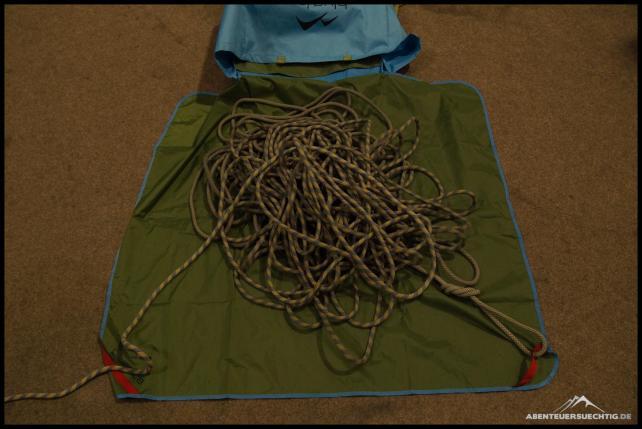 Seilplane mit Schlaufen zum Befestigen der Seilenden