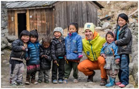 David mit den Kindern aus Khote
