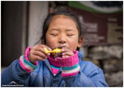 Trekking: Kinder in Khote