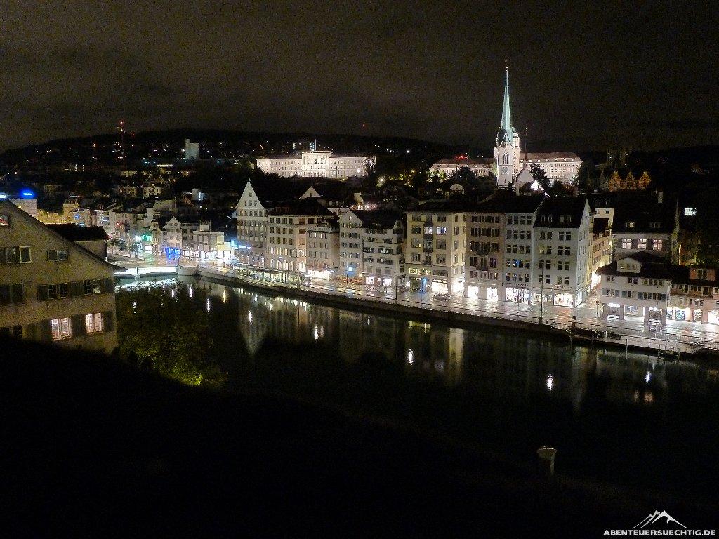 Aussicht vom Berg am Lindenhof in Zürich.