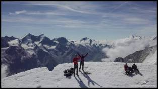 Freude auf dem Bishorn Gipfel