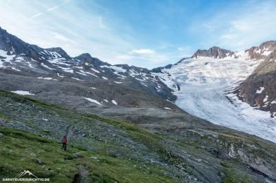 Leider ist vom Gletscher nicht mehr viel übrig, so dass die Hochtour eher eine lange Wanderung mit etwas Gletscherkontakt ist