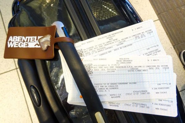 Zugtickets für die Fahrt von Neapel nach Amalfi.
