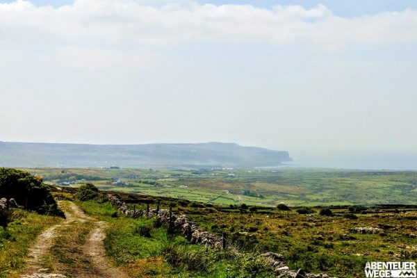 Blick auf Doolin vom Wanderweg zwischen dem Dorf und Fanore
