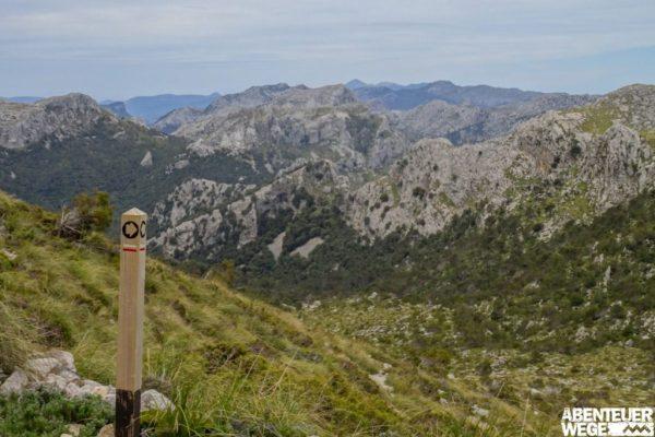 Berge der Tramuntana auf dem Trockenmauerweg Mallorca