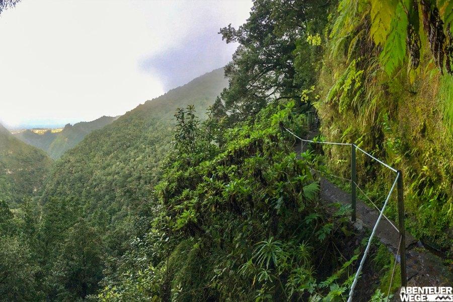 Wanderung entlang der Levada do Caldeirao Verde auf Madeira.