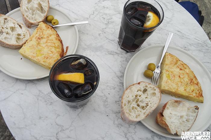 Tortilla und Brot als Snach für die Wanderung