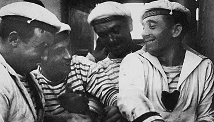 Estilo navy das roupas de listras marinheiros