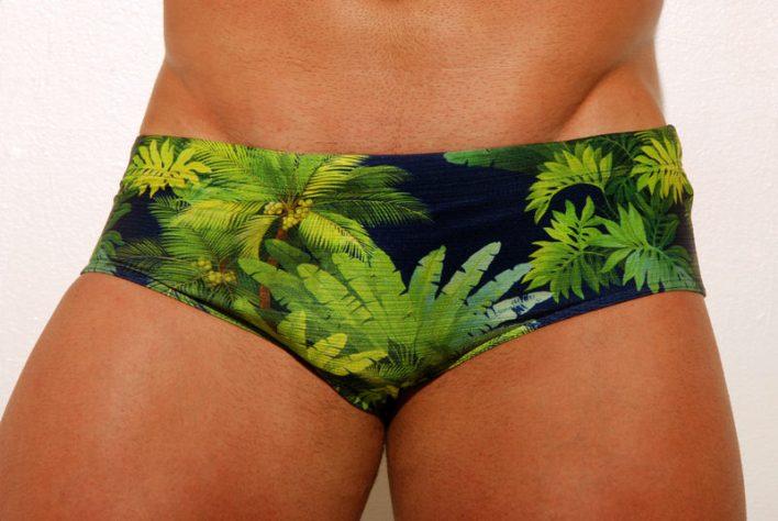 a mellhor sunga de praia para Homem de Perna Fina de lateral curta de praia. homem magro e coxa fina