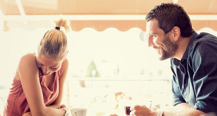 Homens divertidos são irresistíveis e mais atraentes