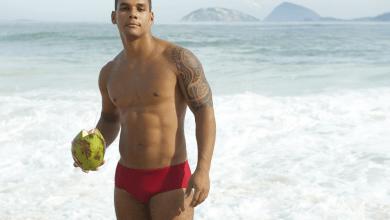 Photo of Homens Morenos de Sunga de Praia. Qual cor e tipo de sunga fica top neles?