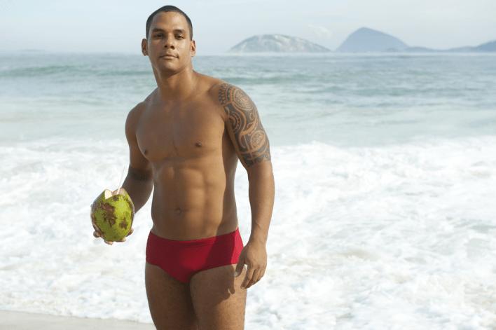 Sunga de Praia cai bem nos Homens Morenos