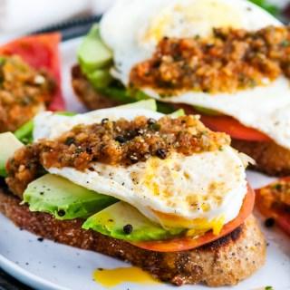 Healthy Tomato Avocado and Egg Breakfast Toast | aberdeenskitchen.com