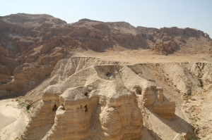 Grutas onde foram descobertos alguns manuscritos do Mar Morto, Qumran