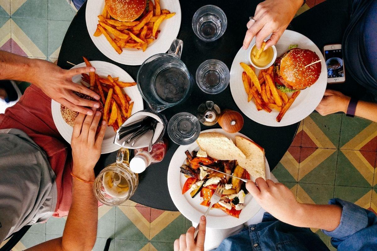 Comida entre amigos abiertto