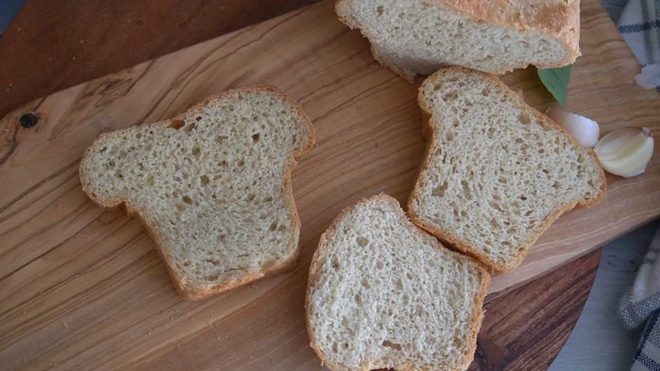 خبز لوكارب باستخدام دقيق اللوز