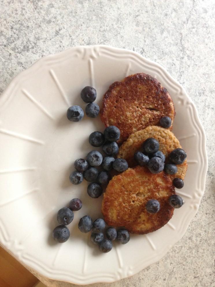 Havregrynspandekager med blåbær