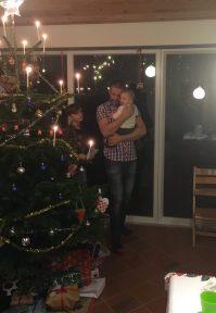 Svigersønnen med Frida den første gang omkring juletræet