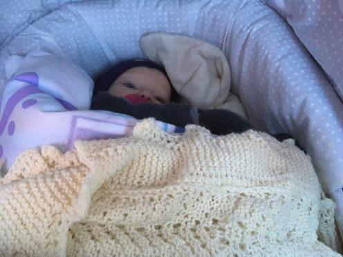 13. jan - Frida hentet i dagplejen - lige vågnet efter middagslur