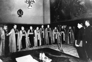 Bispos húngaros prestam juramento de fidelidade no governo comunista