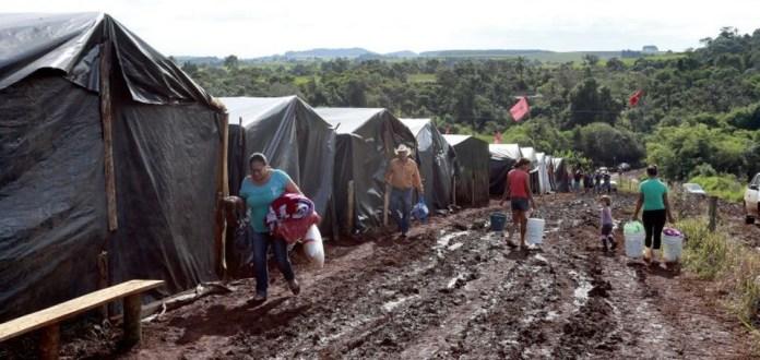 """Frutos da Reforma Agrária, milhares de """"favelas rurais"""" se espalham por 88 milhões de hectares"""