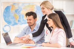 Les agences de voyages et les agences en ligne