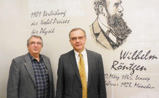 DSCN9499 Fritz Lindner, Klauspeter Schmidt vor Röntgen-Portrait_V2b_red1500