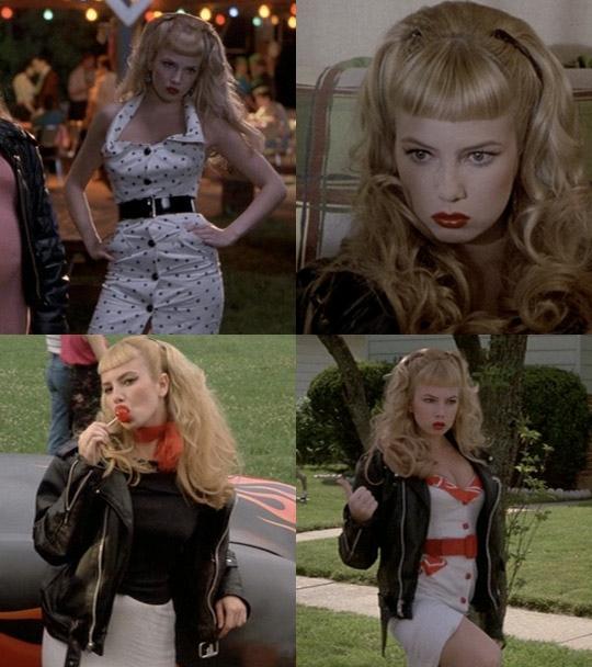 Wanda Woodward (gespielt vom Ex-Porno-Star Traci Lords) in CRY BABY [1990]
